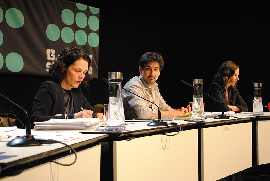 Die Juror:innen während der Jurydebatte für den Mülheimer Dramatikpreis / Foto: Caroline Zirves