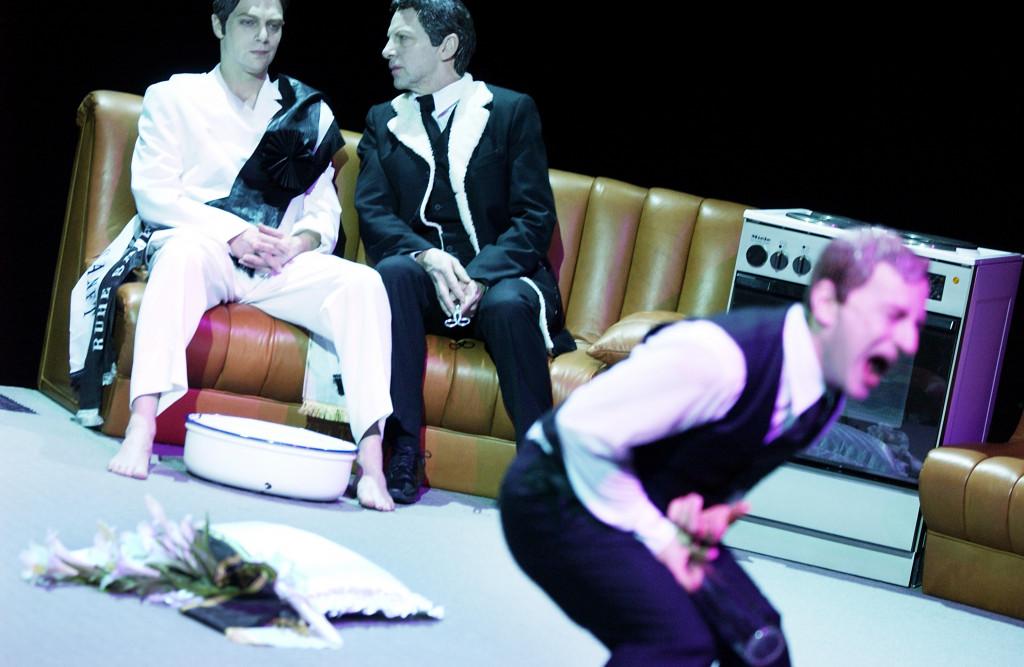 Szene aus Die Probe (Der brave Simon Korach) von Lukas Bärfuss