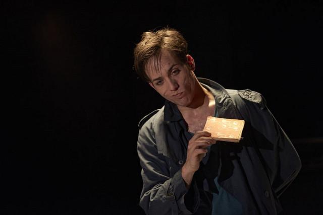 Reffert: Ronny von Welt, Bild 4, Junges Landestheater Tübingen / Foto: Martin Sigmund