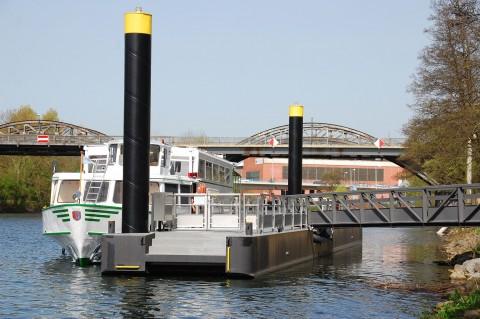 Anleger am Hafenbecken der Ruhrpromenade.