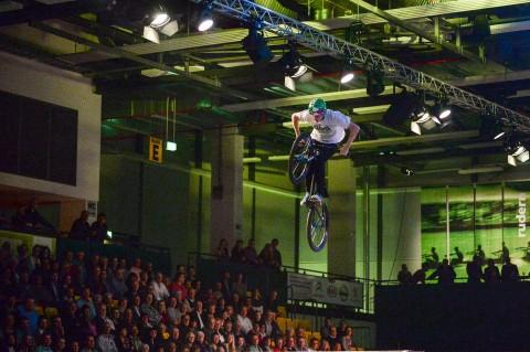 BMX - Fahrer der Urbanatix bei der medl - Nacht der Sieger 2015