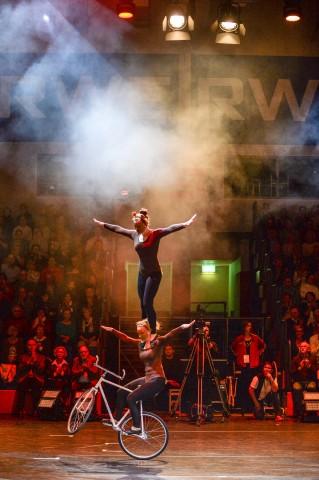 Duo des RC Sturmvogel im Kunstradfahren bei der medl - Nacht der Sieger 2015