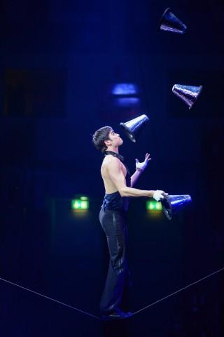 Schlappseilartist Vitaly Ostroverhov bei der medl - Nacht der Sieger 2014