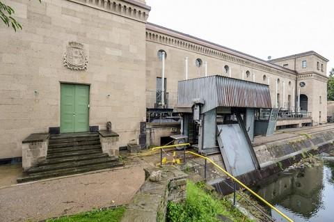 Fassadensanierung abgeschlossen: Das Wasserkraftwerk Raffelberg erstrahlt in neuem Glanz!