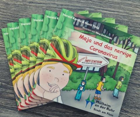 """Ein Stapel mit 5 Büchern des Buches """"Maja und das nervige Coronavirus"""""""