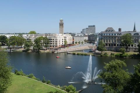 Der Mülheimer Stadthafen ist seit 2014 ein beliebter Ort zum Flanieren und Entspannen, verbindet die Innenstadt mit der Ruhr und bietet Liegeplätze für Boote.
