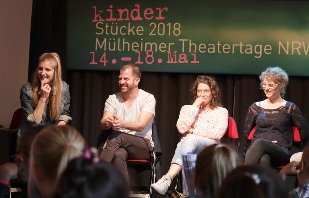"""Publikumsgespräch nach dem Eröffnungsstück """"Anfall und Ente"""" von Sigrid Behrens / Foto: Marie Eberhardt"""