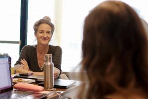 Theaterkritikerin Christine Wahl im Gespräch. / Foto: Anton Vichrov