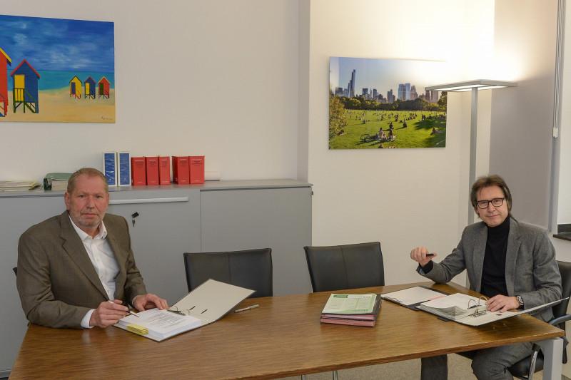 Mit einem Appell wenden sich Polizeipräsident Frank Richter (links) und Stadtdirektor Dr. Frank Steinfort an die Bevölkerung der Stadt Mülheim
