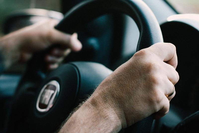 Corona-Pandemie: Mobiler Abstrich, Auto fahren
