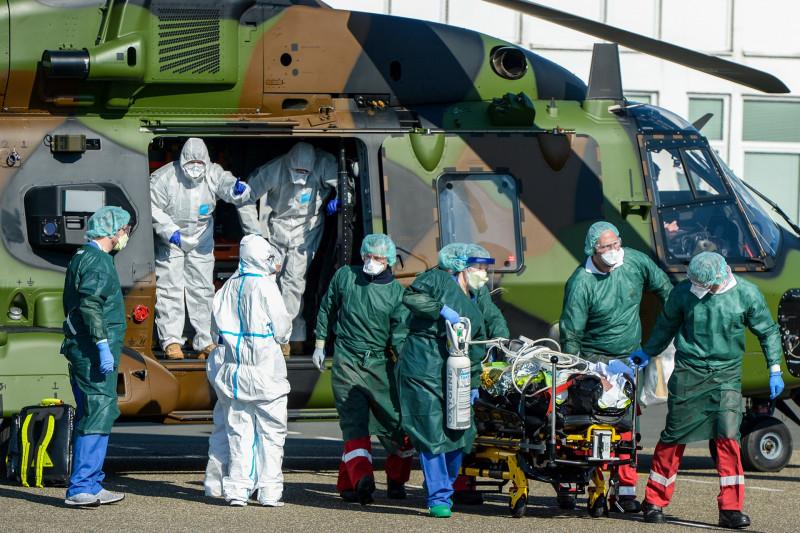 Transport eines französischen Corona-Infizierten über den Flughafen Essen/Mülheim in die Essener Uniklinik