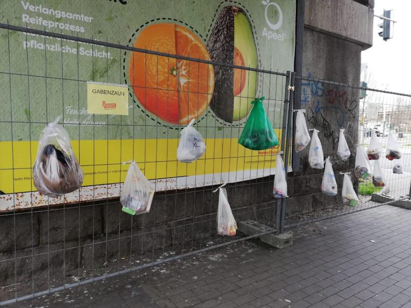 Gabenzaun hilft Obdachlosen
