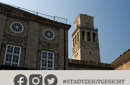 Facebook-Kampagner_#StadtzeigtGesicht - Auf dem Foto ist der Rathausturm und ein Ausschnitt aus dem oberen Teil des Historischen Rathauses mit einem Stück blauem Himmel aus der Sicht der Friedrich-Ebert-Straße zu sehen