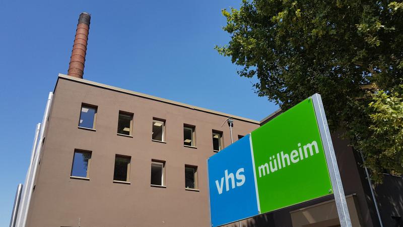 Außenansicht der VHS - Heinrich-Thöne-Volkshochschule an der Aktienstraße