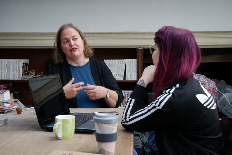 Anne Verena Freybott im Gespräch mit Emily Messing © Antonia Stiegemann